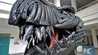 Студенти направиха динозавър от вело гуми