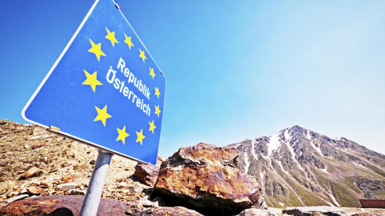 Австрия спира пропускането на чужденци с автомобили