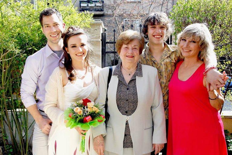 Със семейството си