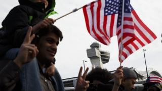 Делът на имигрантите в САЩ е най-голям от 106 години насам