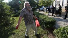 Босия върза тенекия на служителите на реда около парламента