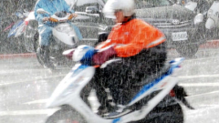 Евакуират хиляди японци заради приближаващ тайфун