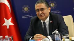 Посланик Улусой: Турция ще спазва споразумението за бежанците