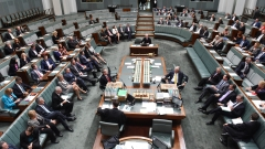 Разрешиха на депутатките в австралийския парламент да кърмят