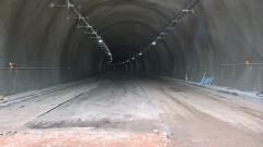 """Временно движението в тунел """"Топли дол"""" на АМ """"Хемус"""" е само в тръбата за Варна"""