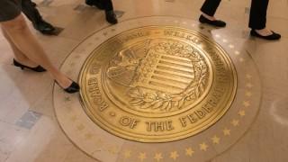 Доларът е стабилен в очакване заседанието на Фед