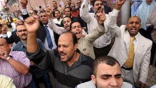 Светът се евакуира от Египет