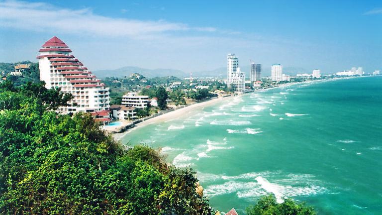 Два взрива разтърсиха тайландския курорт Хуа Хин