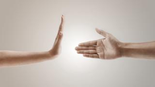 Ще се ръкостискаме ли някога отново