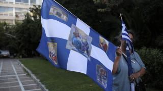 В Гърция запалиха турски знамена