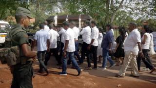 В Шри Ланка търсят ван с експлозиви, 45 деца са загинали при атаките