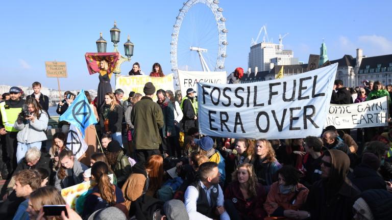 Хиляди британци протестираха в Лондон срещу климатичните промени, предаде Би