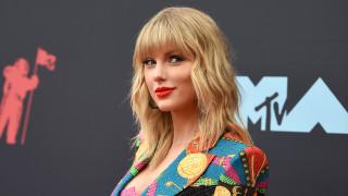 Блясък и много голота на Видео музикалните награди на MTV