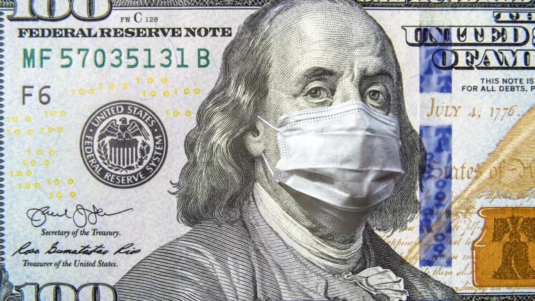 Американският долар продължава драматичния си срив и днес, като е
