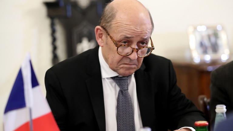 Франция внимателно наблюдава изборите и протестите в Алжир без да се меси