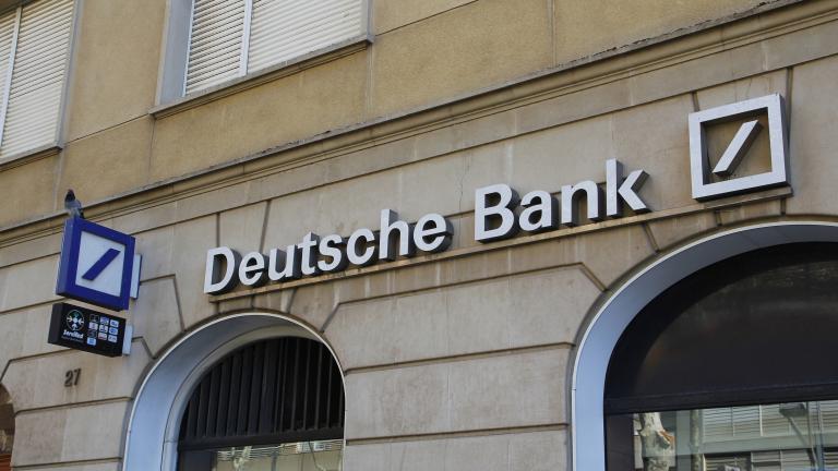 Най-голямата германска банка разпродава акции с огромна отстъпка
