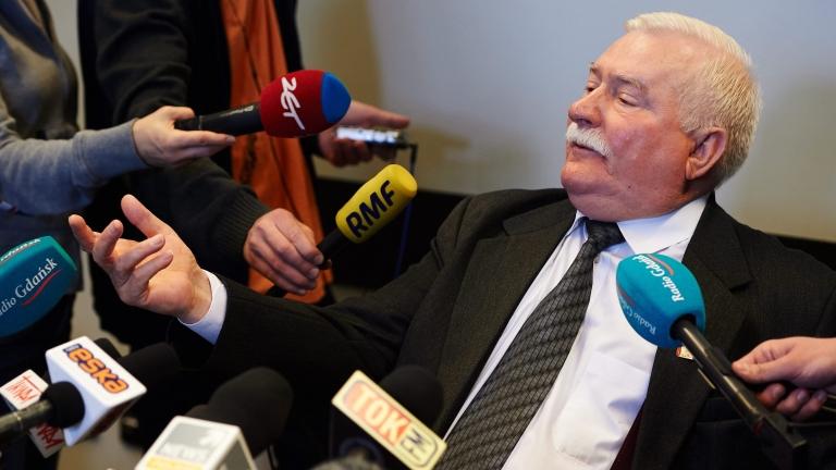 Лех Валенса се закани да съди Института за национална памет