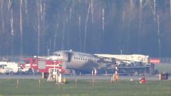 """Пътнически самолет се запали на летище """"Шереметиево"""", десетки загинали и ранени"""