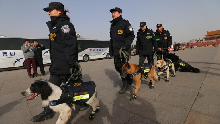 Китай наказва над 8 000 души за злоупотреба с държавни средства
