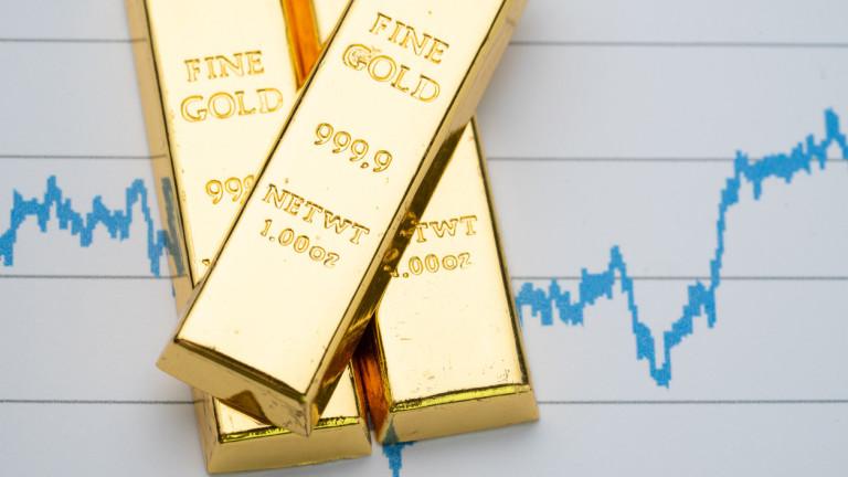 Цената на златото леко се покачва заради по-слабия долар