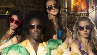 Алфредо Торес рекламира най-хитовите очила (СНИМКИ)