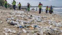 Плажовете на Бали заринати от боклуци