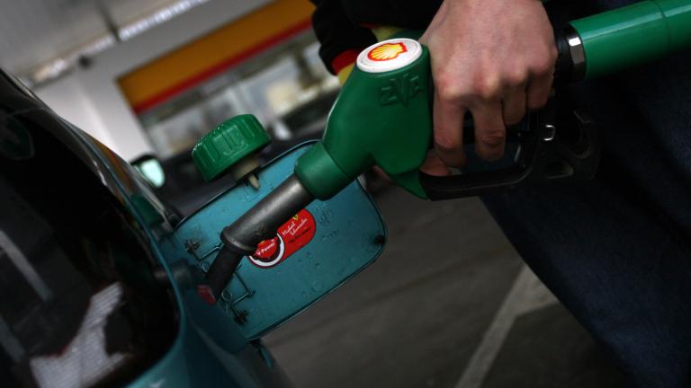 От днес във Венецуела се увеличават цените на бензина, предаде