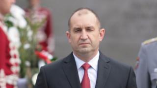 Опит за политизация на армията заподозря президентът Радев