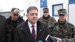 Ненчев занесе козунаци и яйца на охраняващите границата военни