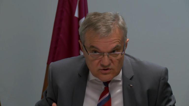 Проблем е, че Каракачанов мълчи услужливо, скочи Румен Петков
