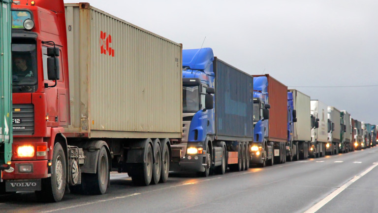 "Километрична опашка от камиони се изви на ""Калотина"""