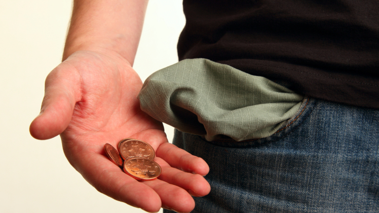 Младите хора днес са изправени пред редица финансови проблеми, които