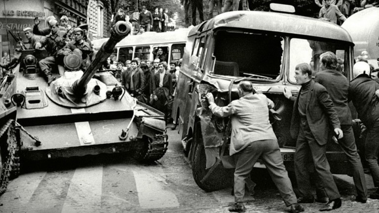 На 21 август 1968 година войските на Варшавския договор нахлуват