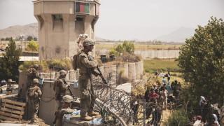 Седем цивилни загинаха в хаоса на летището в Кабул