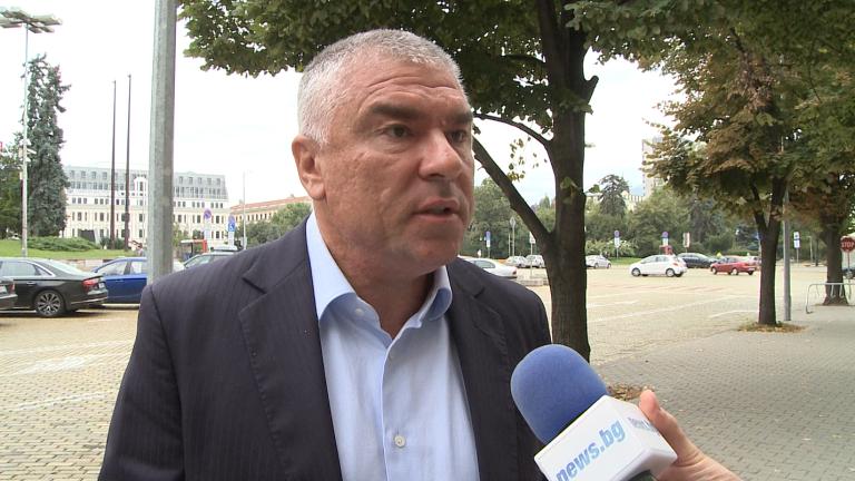 Марешки към Каракачанов: Лекарите са с най-високо обществено доверие, не военните