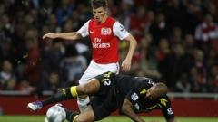 Аршавин остава в Арсенал поне до лятото