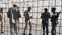 Седем души загинаха при нападение срещу военна база в Индия