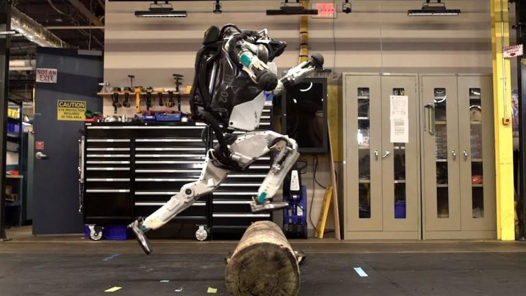 Компанията Boston Dynamics ни е добре позната с онези видеа