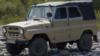 Военен вилнее с УАЗ в центъра на Батак