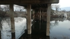 Жители на Розово притеснени от подкопан мост