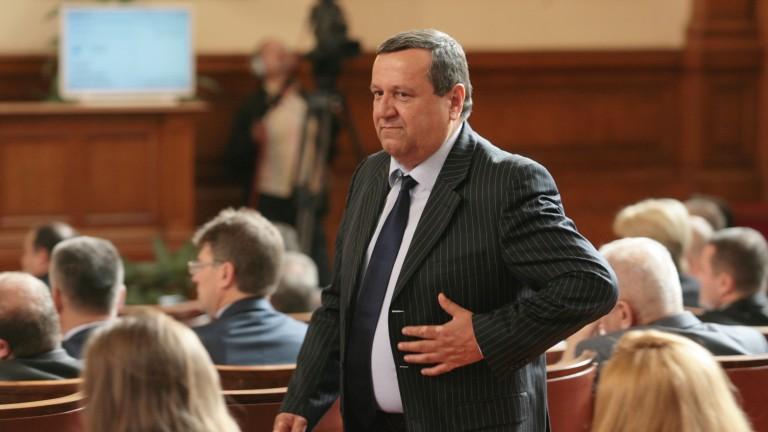 Хасан Адемов: Респираторите в болниците може да не стигнат
