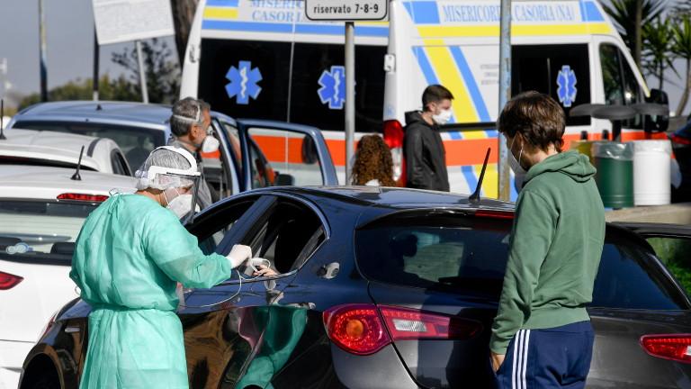 В Италия опашки от линейки паркират пред болници в очакване