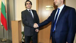 Не ниски цени, а умни фирми трябват на България според министър Василев