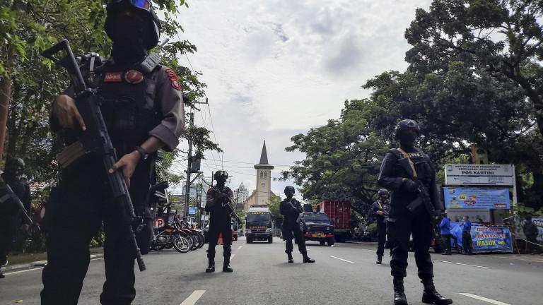 Двама загинали и 20 ранени при атентата в Индонезия