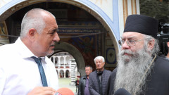 С 300 лв. глобяват Борисов, влязъл в църква без маска
