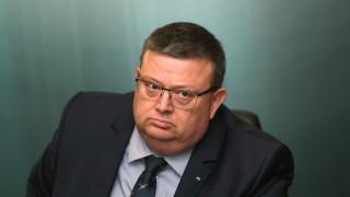 Цацаров иска закриване на фондация, незаконно финансирала партия