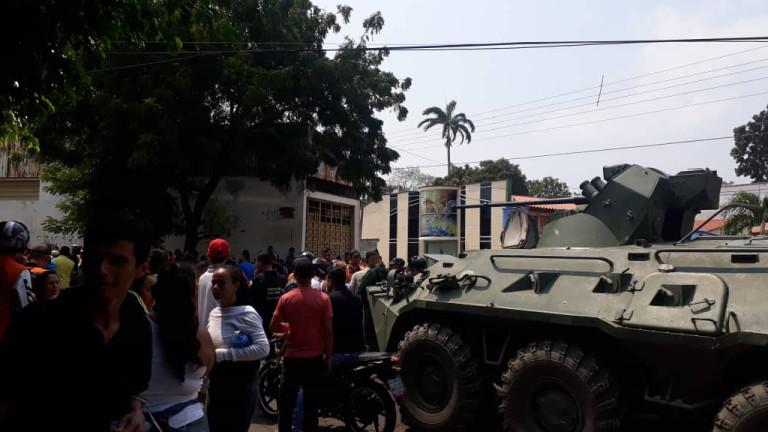 Седмица след като режимът на Николас Мадуро постави барикади по