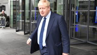 Борис Джонсън се извинил на кралицата