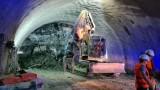"""Срутване в тунел """"Железница"""", трима ранени работници"""