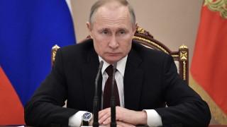 Путин нареди да се заделят допълнителни средства за ремонта на къщи и пътища в Крим